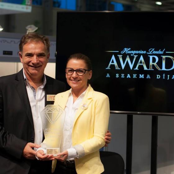 Hungarian Dental Award 2016 díjátadó Az év szakasszisztense Dr. Gáspár Lajos Székely Viktória