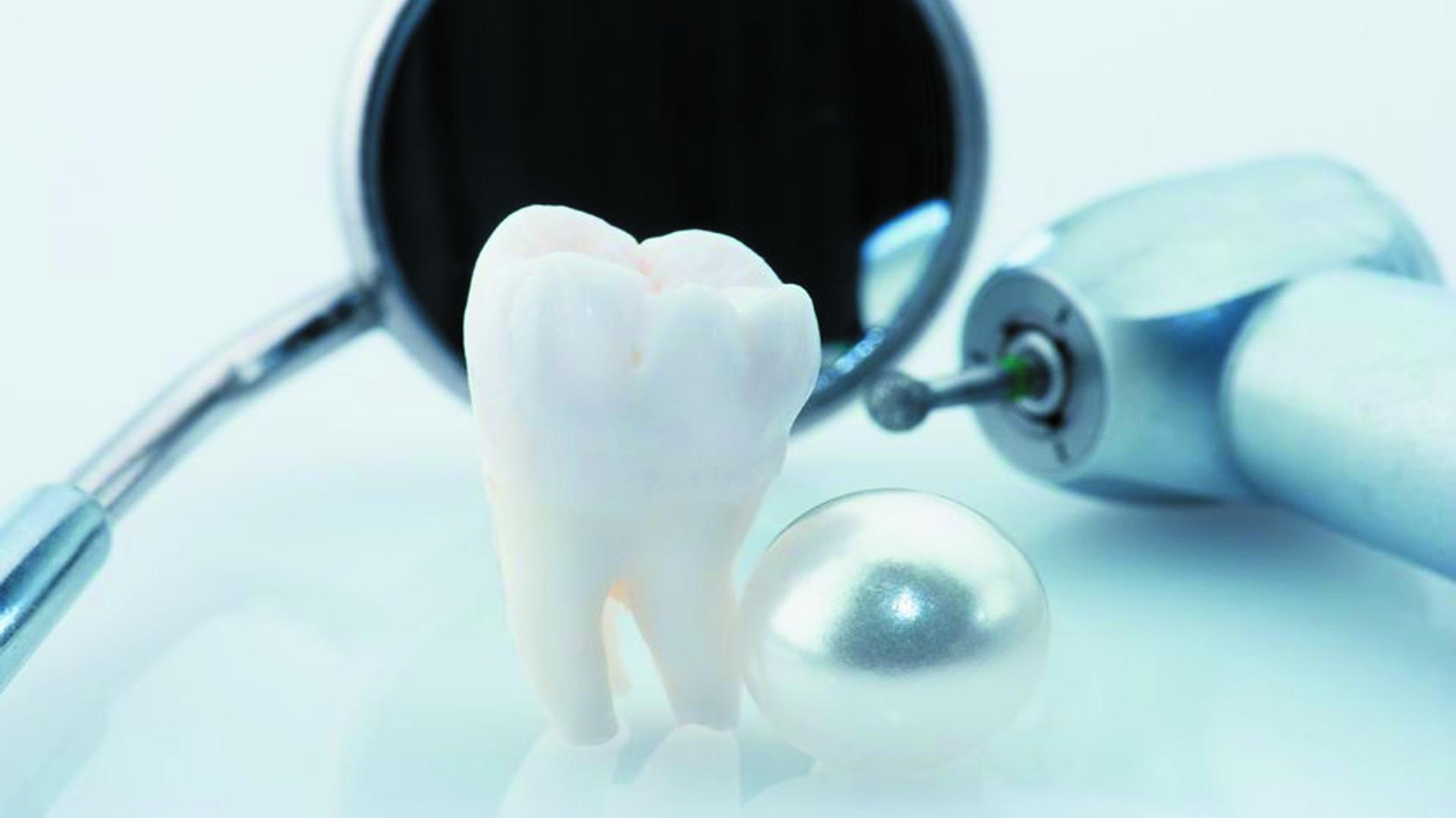 Gáspár Dental fémvázas és fémmentes implantátumra épülő fogpótlás